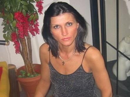 Russische Hausfrau zeigt die Sexcam beim Telefonsex
